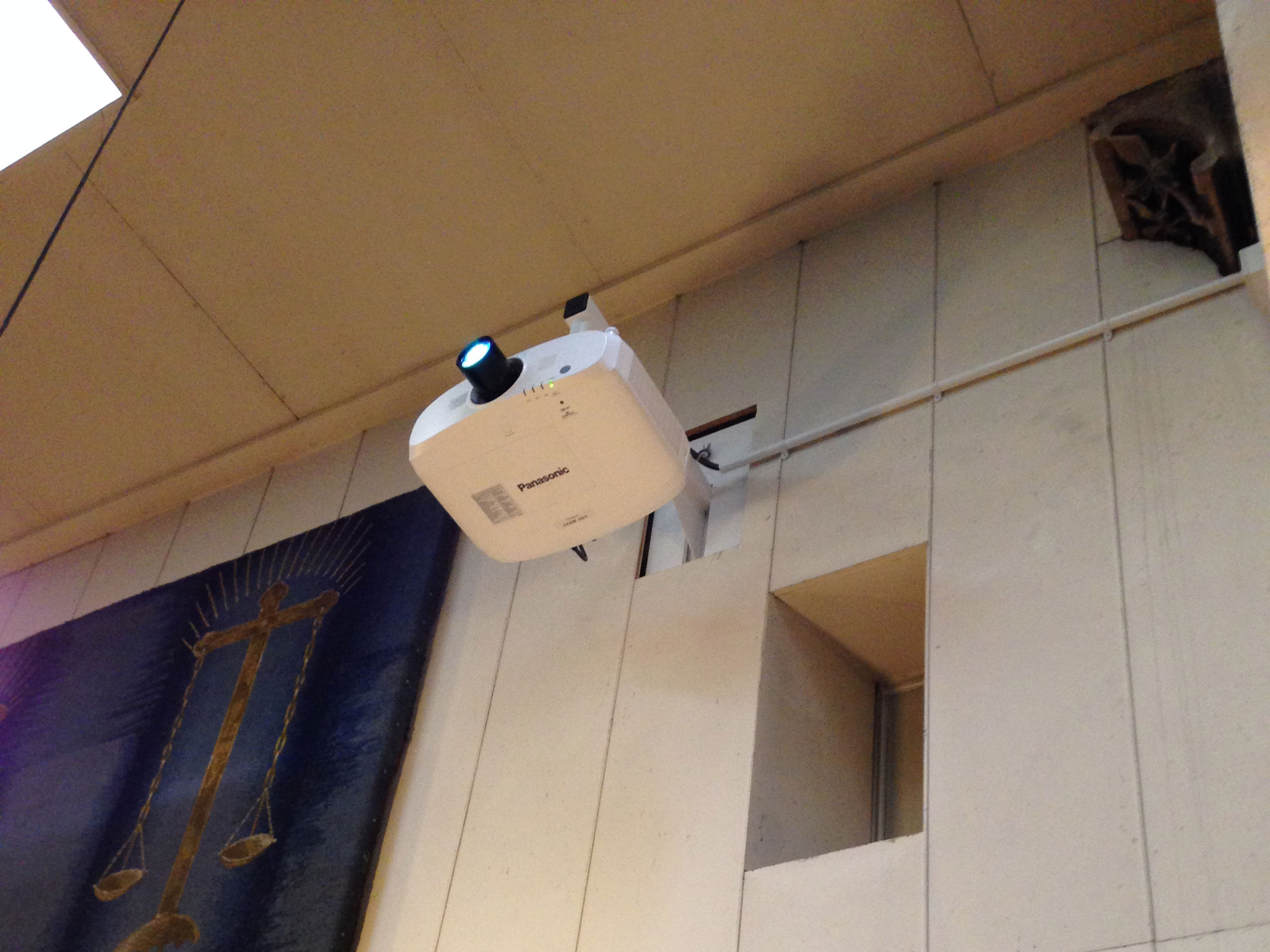 Projection – Discreetly mounted projectors
